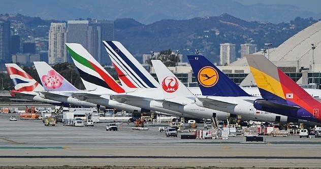 aviões aeroporto