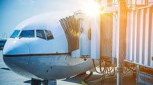 Quais os riscos de pegar Covid-19 no avião?